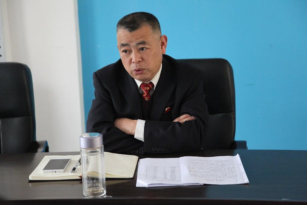 鹤峰县法院召开法庭工作座谈会